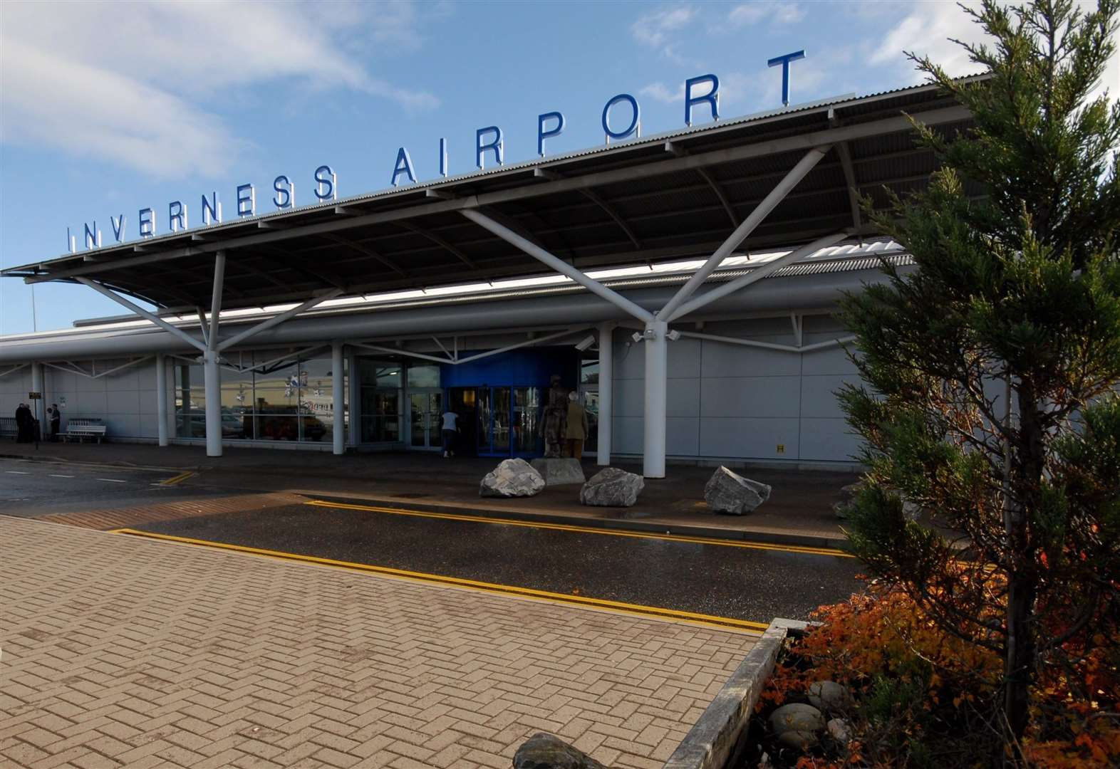 Government body called on in bid to avert airport strike over pay