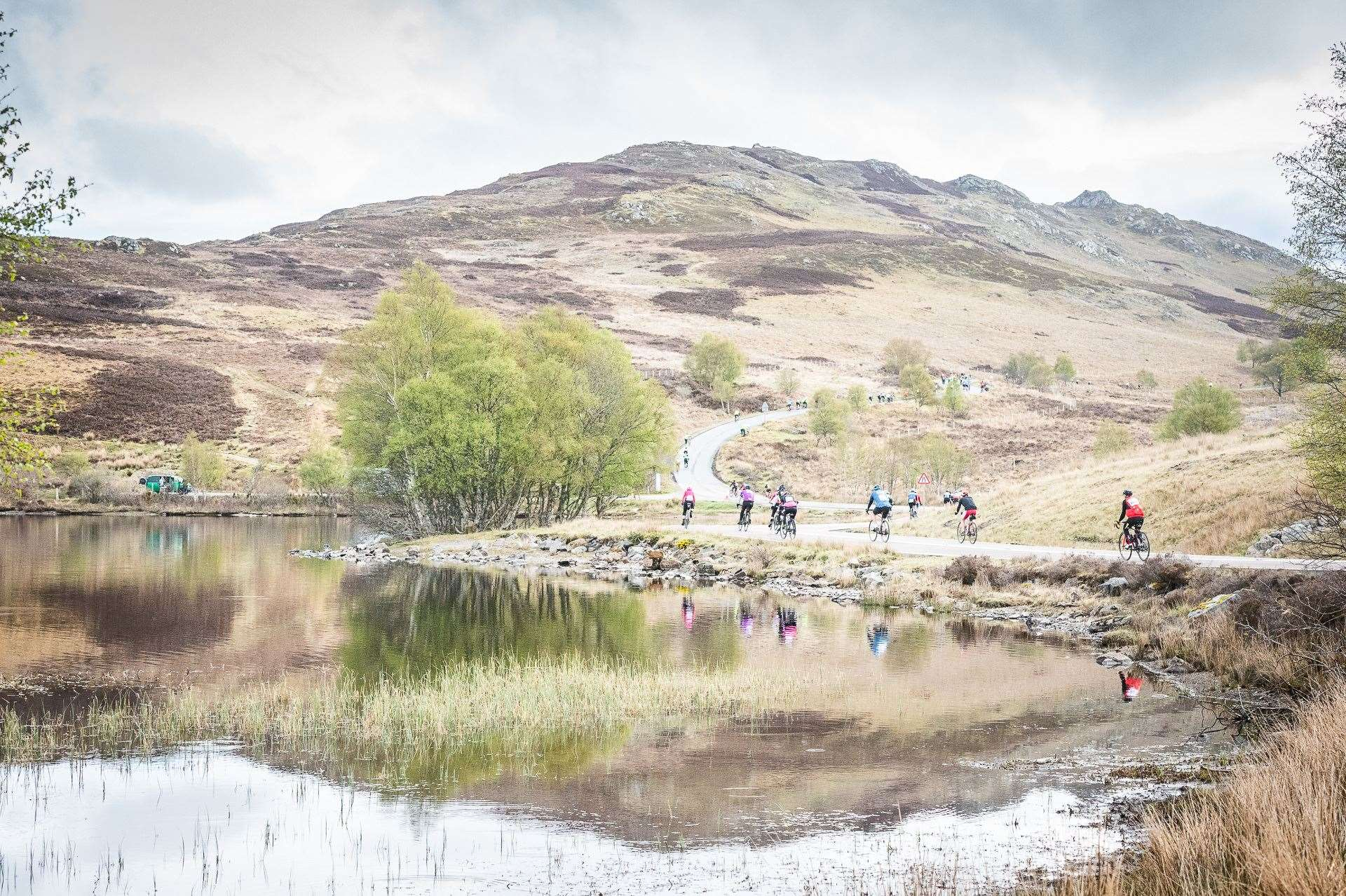 Cyclists enjoy the welcome break of Loch Tarff before hitting the climb again to the Suidhe viewpoint.