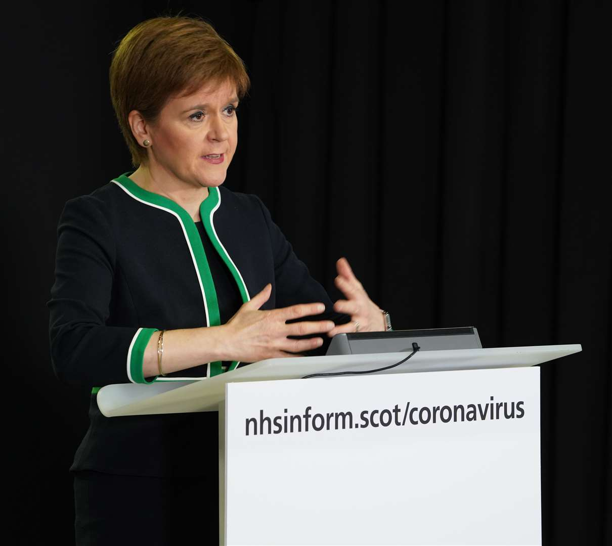 Nicola Sturgeon recommends face coverings in 'limited circumstances'