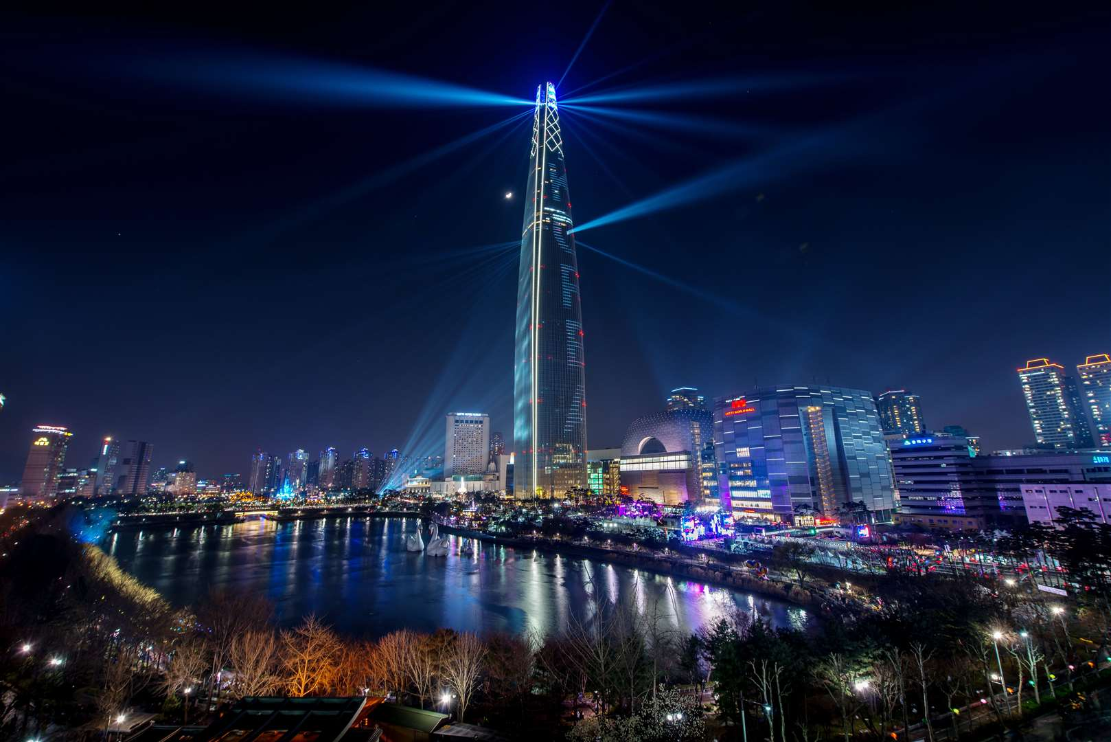 Lotte World Tower - the highest landmark in Seoul. Picture courtesy of the Korean Tourist Organization.