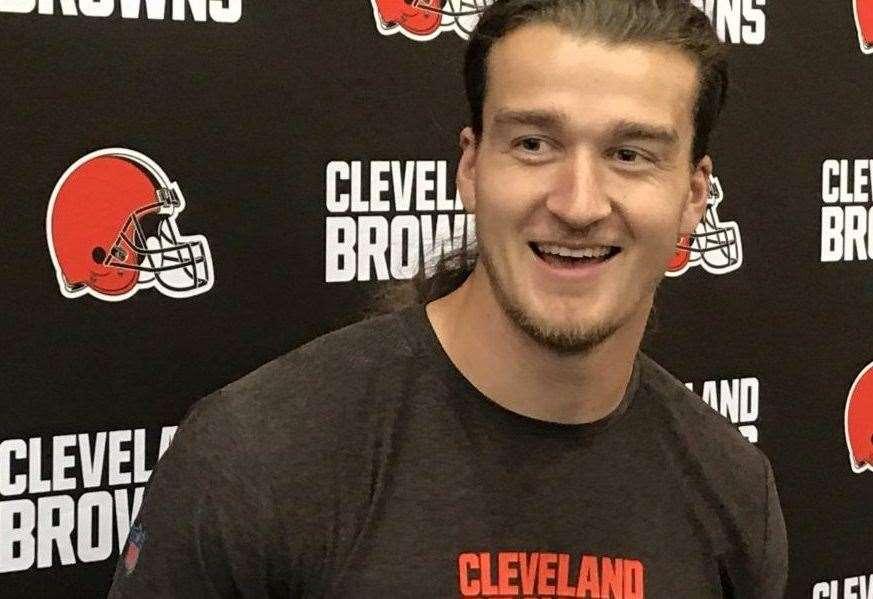 Inverness Cleveland Browns star receives major NFL award