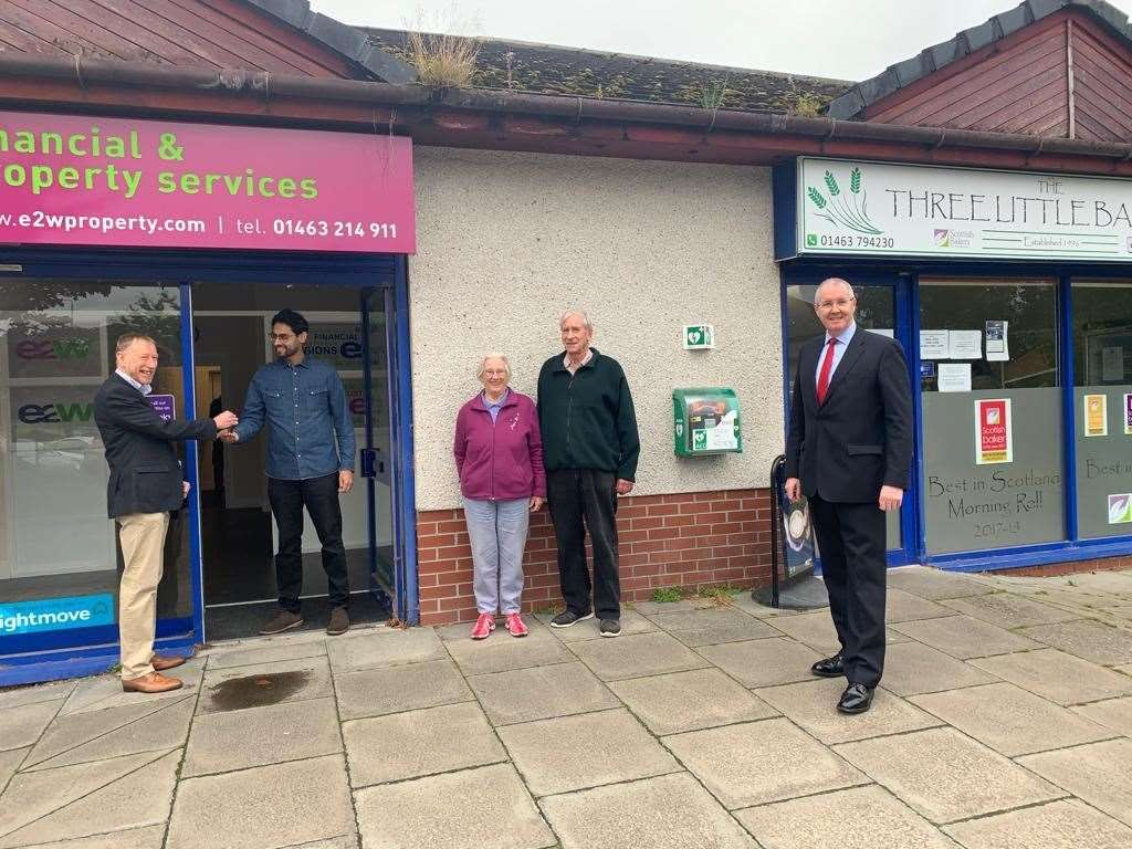 Left to right, John Bruce proprietor of East 2 West Prooerty hands over the shop keys to Pharmacist Mo Ameen, watched by Community Councillors Jean & Ken Cox and Ward Councillor Duncan Macpherson.